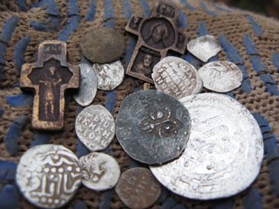 Находки с металлодетектором X-Terra T74 фирмы Minelab с маленькой катушкой. Позволяет найти монеты пропущенные другими кладоискателями.